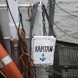 Achtung, der Kapitän geht von Bord